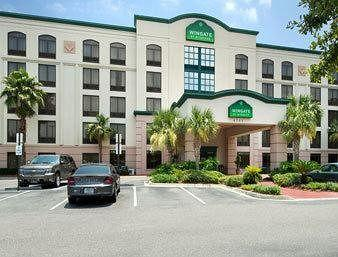 Holiday Inn Express and Suites Jacksonville SE - Med Ctr Area