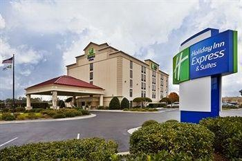 Holiday Inn Express &amp; Suites Wilmington - University Center's Image