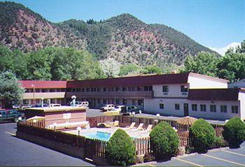 ‪Cedar Lodge Motel‬