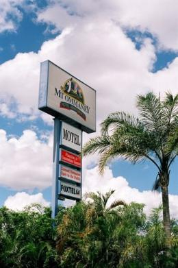 Mount Ommaney Hotel & Apartments