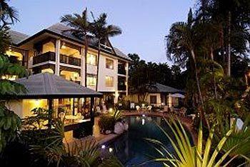 ‪The Port Douglas Queenslander‬