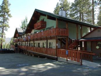 ‪Honey Bear Lodge & Cabins‬