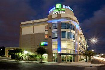 Photo of Holiday Inn Express Hotel & Suites San Antonio Rivercenter Area