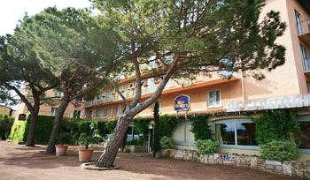 Photo of BEST WESTERN Les Vignes Blanches Beaucaire