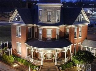 Photo of Baker House Bed and Breakfast North Little Rock