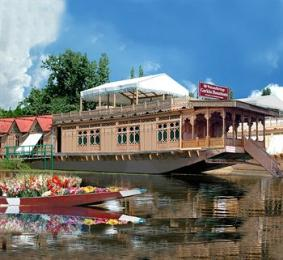 ‪WelcomHeritage Gurkha Houseboats‬