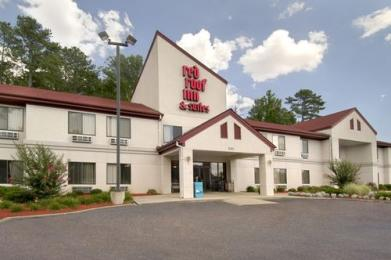 Brandon Airport Red Roof Inn & Suites