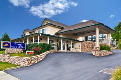 ‪BEST WESTERN Cedar Inn & Suites‬