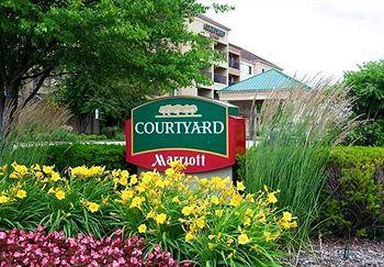 ‪Courtyard by Marriott Chicago St. Charles‬
