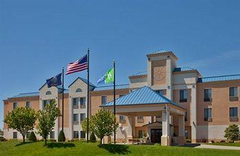 Holiday Inn Express Hotel & Suites HUTCHINSON, KS