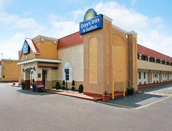 Photo of Days Inn & Suites Terre Haute