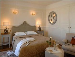 Rond-Point Hotel Champs-Elysees