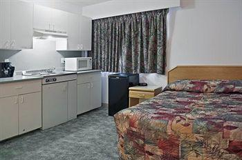 Canadas Best Value Inn - Mile 0