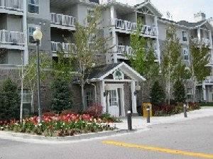 River Oaks Apartments & Suites