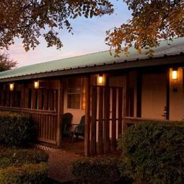 Hill Country Inn & Suites