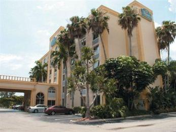 Photo of La Quinta Inn &amp; Suites West Palm Beach I-95