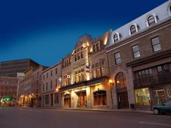 Photo of Hotel Manoir Victoria Quebec City
