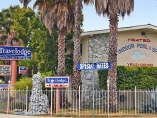 Photo of Econo Lodge Inn & Suites Santa Cruz