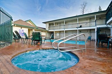 ‪BEST WESTERN PLUS Cedar Inn & Suites‬