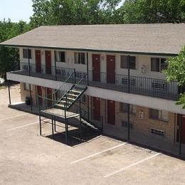 ‪Glen Rose Inn & Suites‬