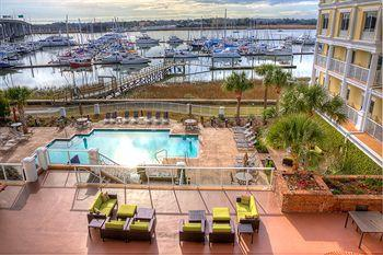 Photo of Courtyard by Marriott Charleston Waterfront