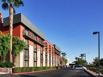 Photo of Holiday Inn & Suites Phoenix Airport North