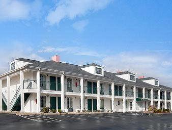 ‪Baymont Inn and Suites Roanoke Rapids‬