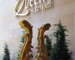 Queen's Suite Hotel