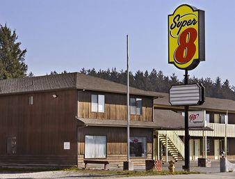 Super 8 Crescent City