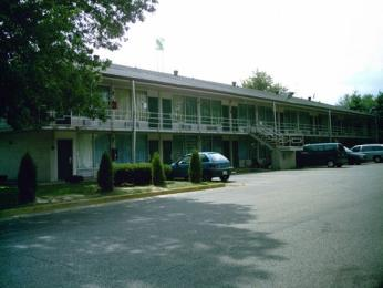 Clarksville Best Inn & Suites