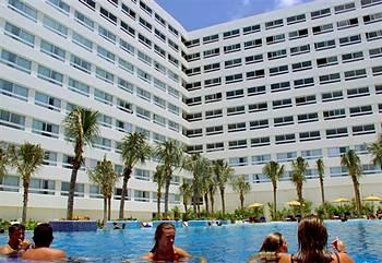 Grand Oasis Palm