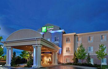 Holiday Inn Express Suites Independence Kansas City