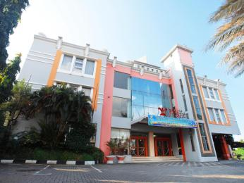 Photo of Tegal Plaza Hotel