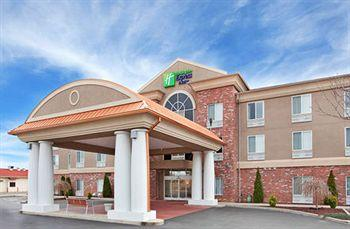 ‪Holiday Inn Express Hotel & Suites Farmington‬