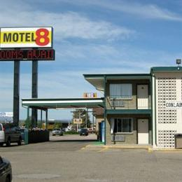 Motel 8 Laramie