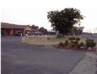 Photo of Green Tree Inn Vernon