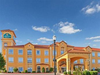 La Quinta Inn & Suites OKC North - Quail Springs's Image