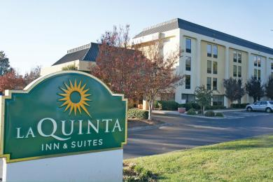 ‪La Quinta Inn & Suites Charlotte Airport North‬
