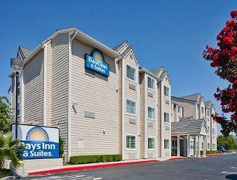‪Days Inn and Suites‬