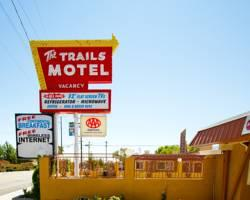 National 9 Trails Motel