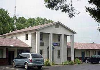 Econo Lodge - Newton Falls