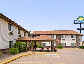 Days Inn and Suites East, Davenport, Iowa