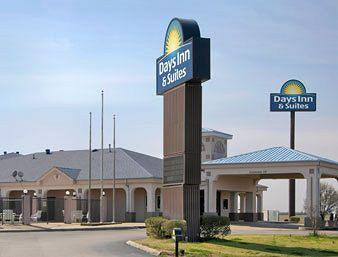 ‪Days Inn & Suites Osceola‬