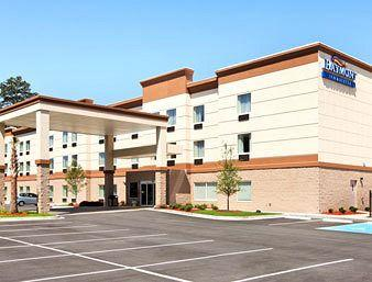 ‪Baymont Inn & Suites Savannah South‬