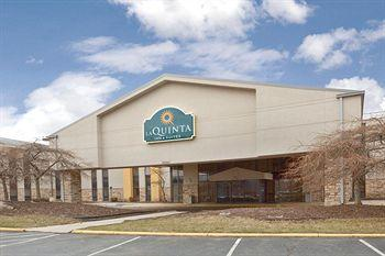 Photo of La Quinta Inn & Suites Detroit Metro Airport Romulus