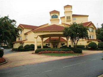 Photo of La Quinta Inn &amp; Suites Atlanta Perimeter Medical