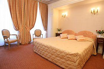 Photo of Hotel Saint Petersbourg Paris