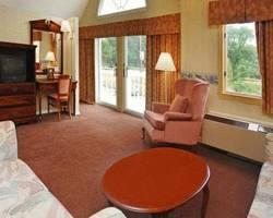 ‪Econo Lodge Inn & Suites Groton‬