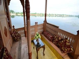 Houseboat Lily of Nageen