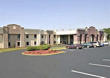 ‪Quality Inn and Suites Airpark East‬
